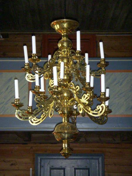 Tovdal kyrkje innvendig – Lysekrone