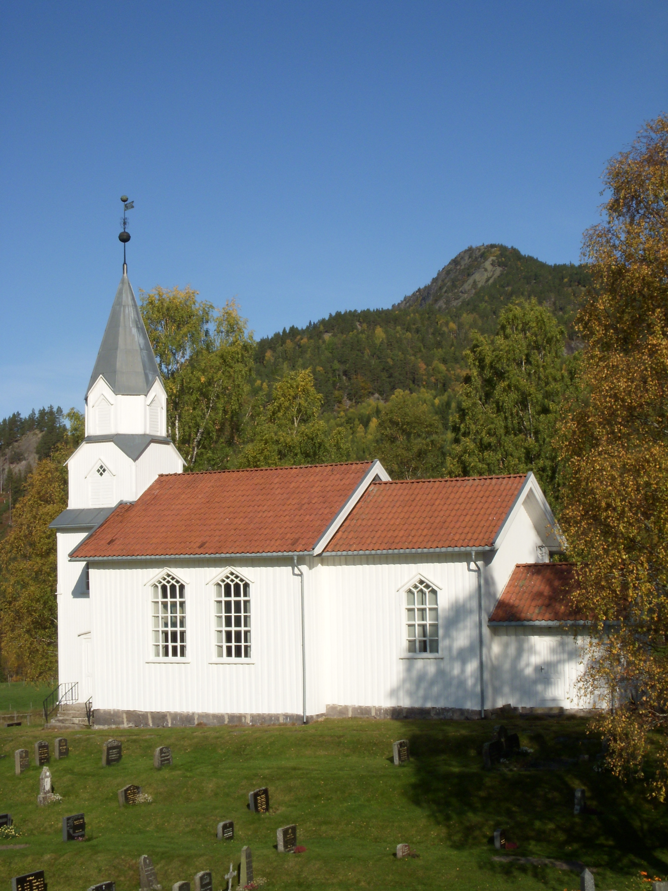 http://www.amli.kirken.no/img/08_10_02_Gjoevdal_kyrkje/Gjoevdal_kirke_007.jpg